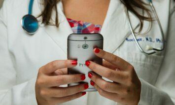 Hilfe durch Gesundheits-Apps & smarte Geräte